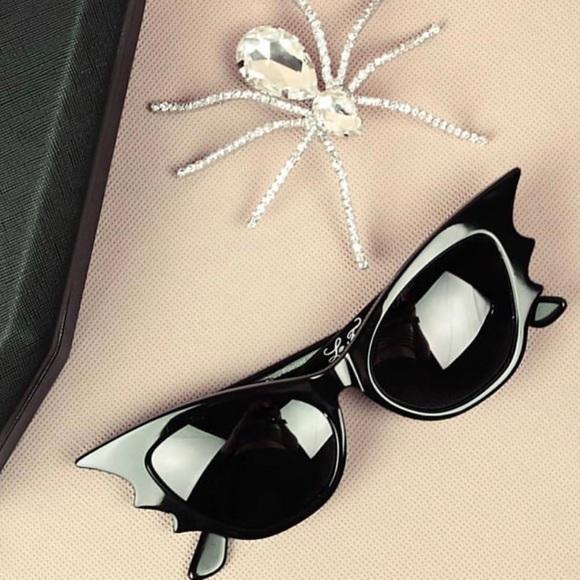 589e6e351e La Femme En Noir Black Vampire Batwing Sunglasses